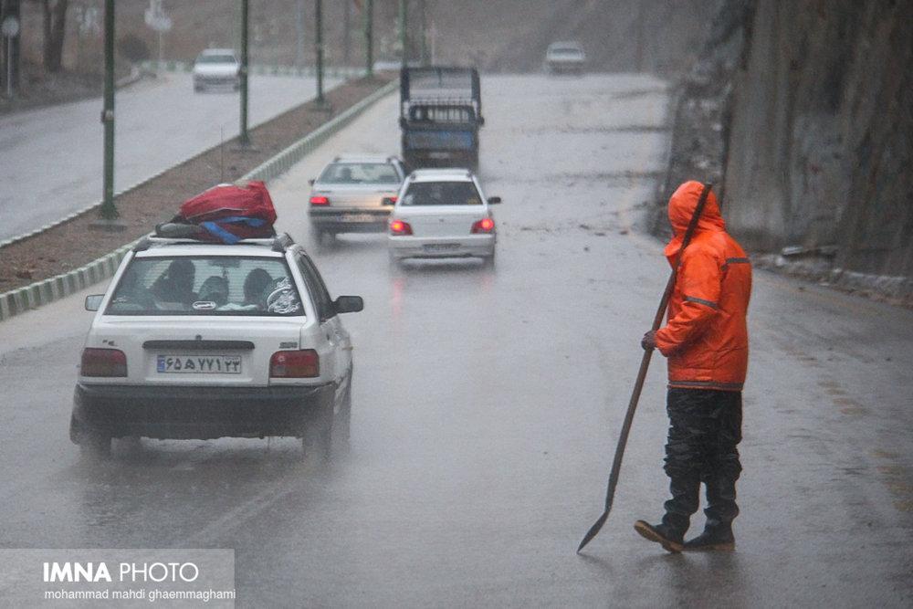 آمادهباش کامل نیروهای خدمات شهری همزمان با بارندگی در تهران