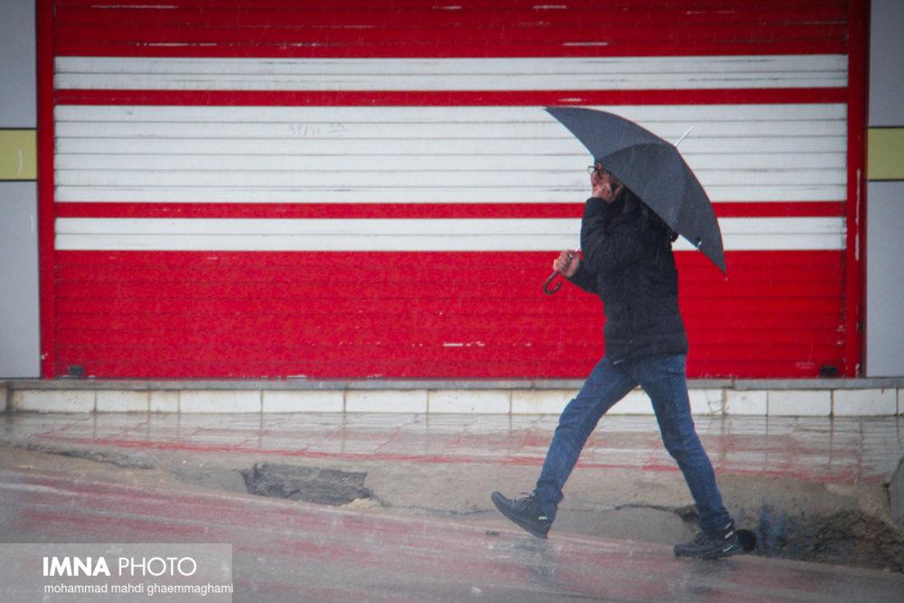 پیشبینی تندباد لحظهای در شرق / اصفهان بارانی میشود