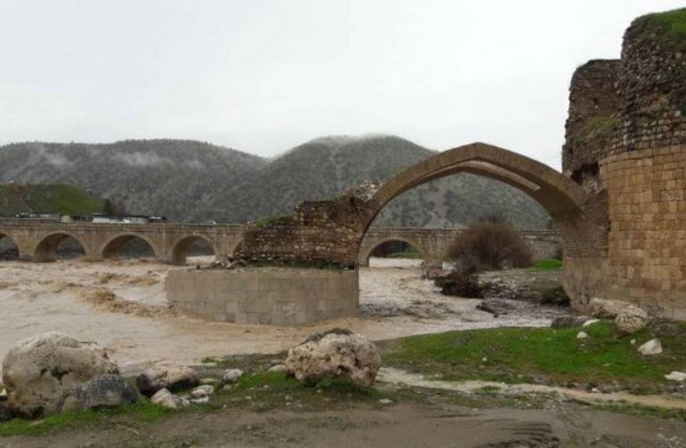 پایه مادر پل های ایران بر اثر سیلاب لنگ شد