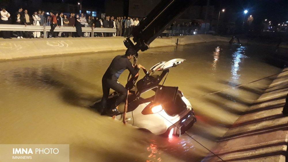 سقوط خودرو در کانال گورت