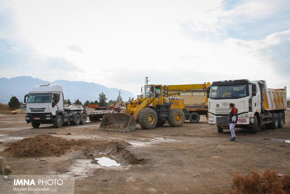 امیری: ۱۳ دستگاه ماشین آلات امدادرسانی امروز به مناطق سیل زده اهواز ارسال شد