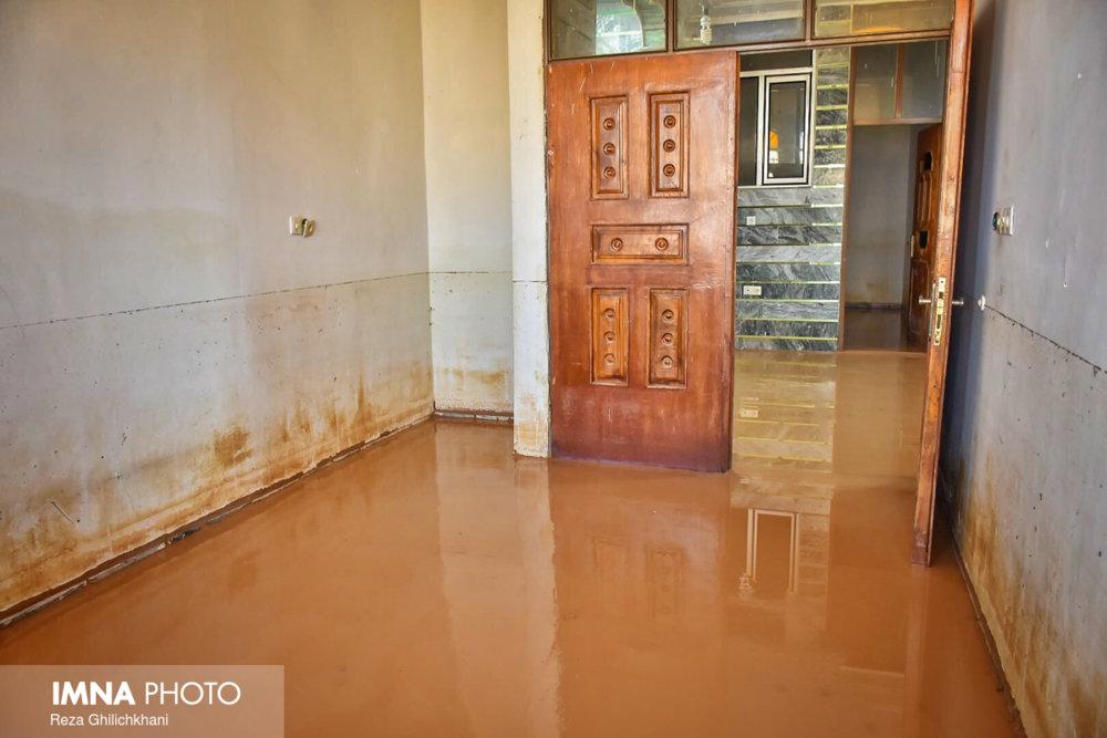 یک فروند شناور باری در ۵۰ مایلی عسلویه غرق شد/ مدرسه مناطق سیلزده خوزستان نیازمند نوسازی
