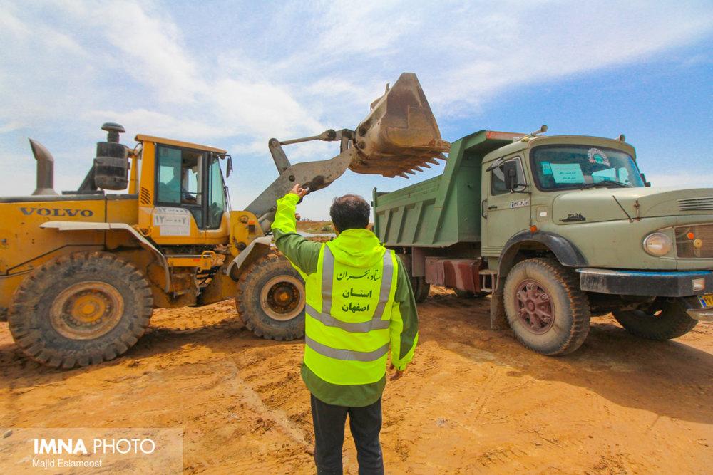 ۷۳۴ کیلومتر از محورهای تخریب شده اصفهان ترمیم شد