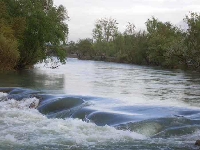 لزوم اندازهگیری حجمی ورودی و خروجی رودخانه زایندهرود در لنجان