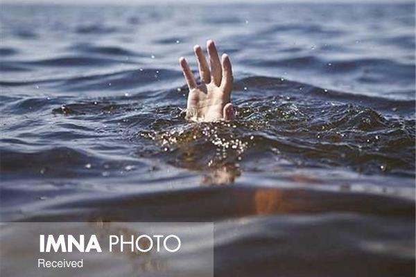 زاینده رود جسد پسر ۱۷ ساله را رها نمیکند