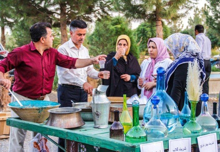 """برگزاری نخستین """"جشنواره شربتهای گیاهی"""" در نطنز"""