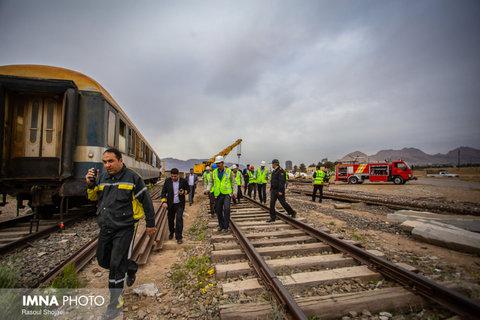 انتقال ۲۳ تن از مصدومین حادثه برخورد دو قطار در قزوین به بیمارستان/ حادثه مصدوم جدی ندارد
