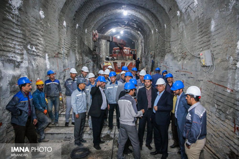 جلسه بررسی روند پیشرفت خط ۲ قطار شهری