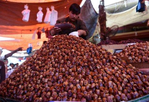 Muslims observe Ramadan around the globe