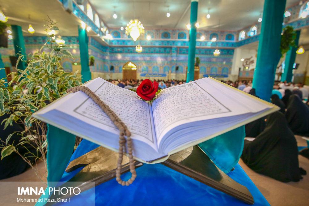 تلاوت دسته جمعی قرآن در کانونهای مساجد به یاد سپهبد سلیمانی