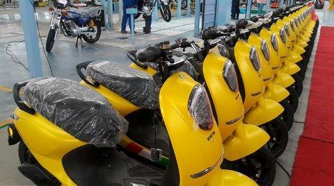 بهکارگیری موتورسیکلتهای برقی در مجموعه دریاچه شهدای خلیج فارس