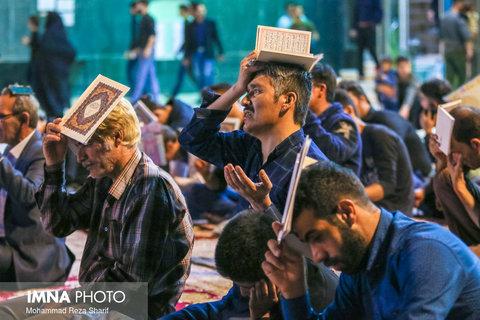 احیای شب نوزدهم ماه مبارک رمضان در امامزاده سید محمد خمینی شهر