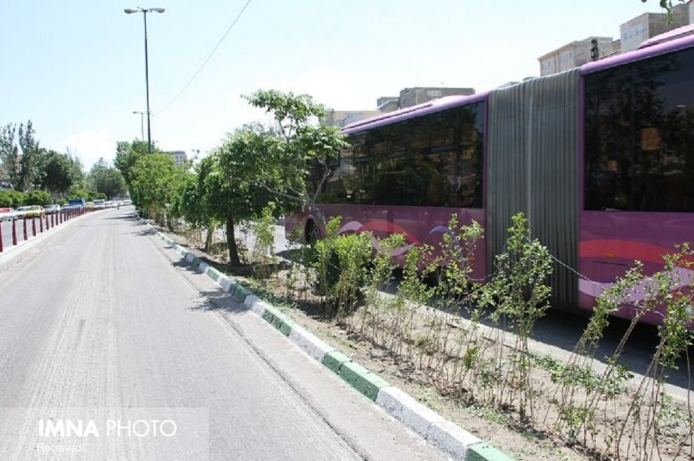 مناطق نزدیک به اتوبوسهای تندرو بتنی میشود/تجهیز تاکسیهای تبریزی به سیستم پرداخت QR
