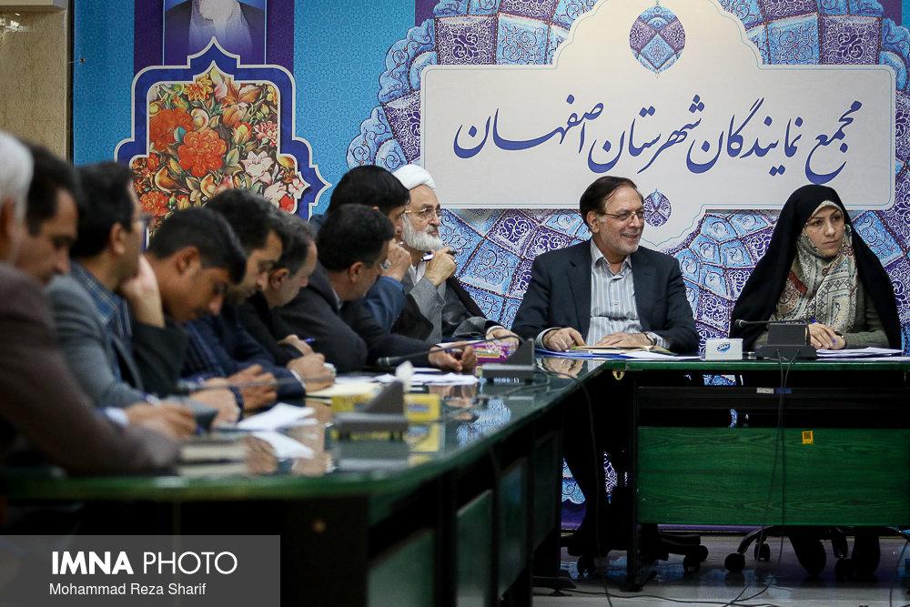 شکایت نمایندگان اصفهان از نماینده ایذه