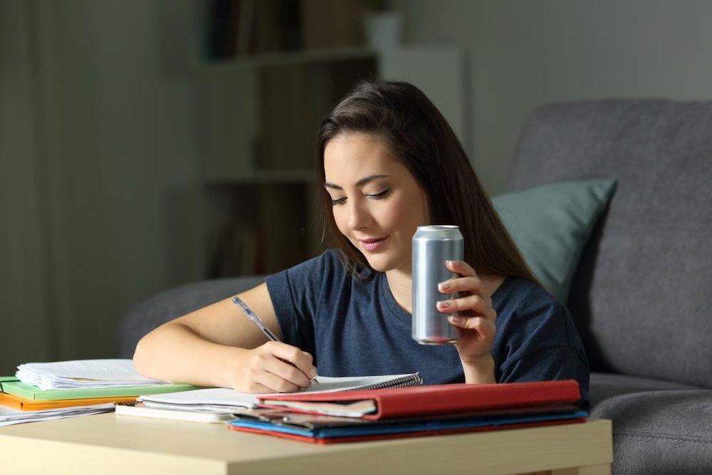 چرا مصرف نوشیدنیهای انرژیزا برای قلب مضر است؟