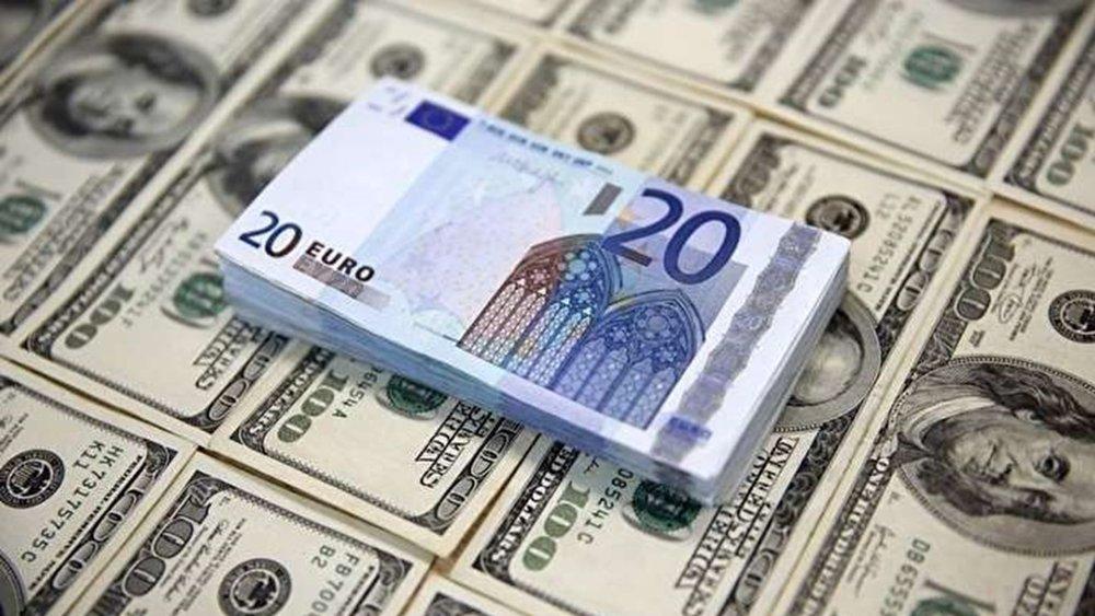 قیمت دلار و یورو در بازار کاهشی است یا افزایشی؟