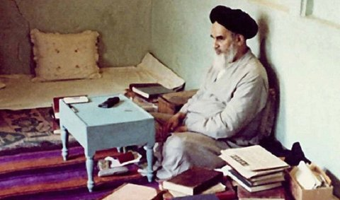 امام خمینی؛ سیاستمداری شاعر