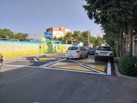 افزایش ایمنی تردد شهروندان منطقه ۱۰ با انجام اقدامات ترافیکی