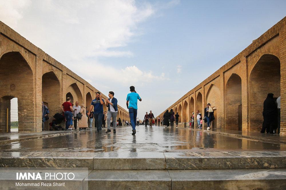 رگبار پاییزه و رعد و برق در غرب و جنوب اصفهان/ هوا سالم شد