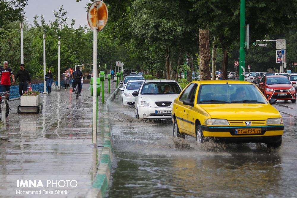 بارش باران جنوب استان اصفهان را فرامیگیرد