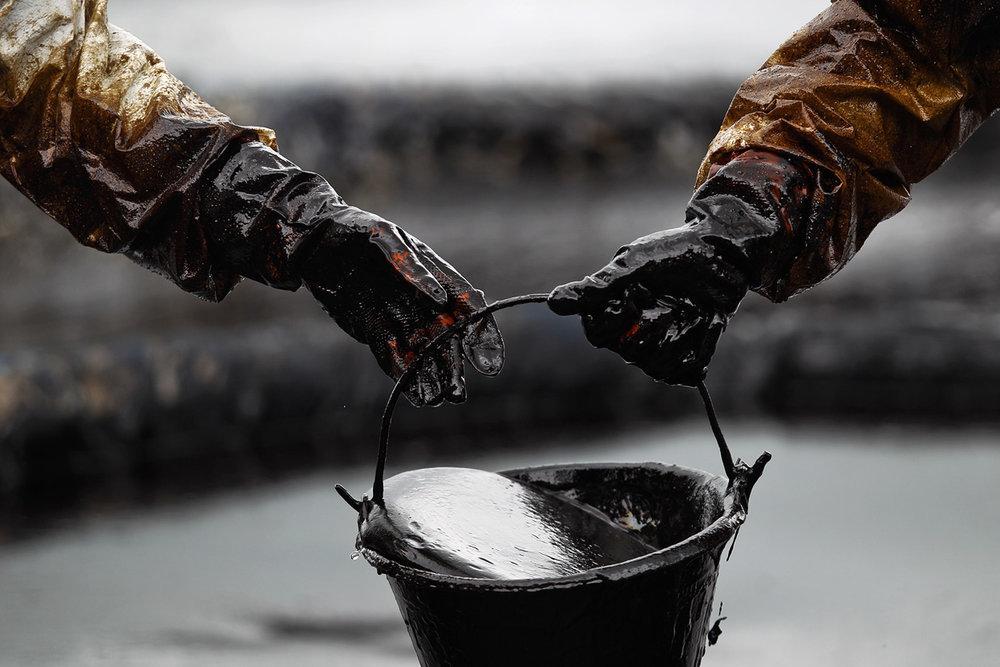 قیمت نفت به پایینترین حد خود در ۲۱ سال گذشته رسید