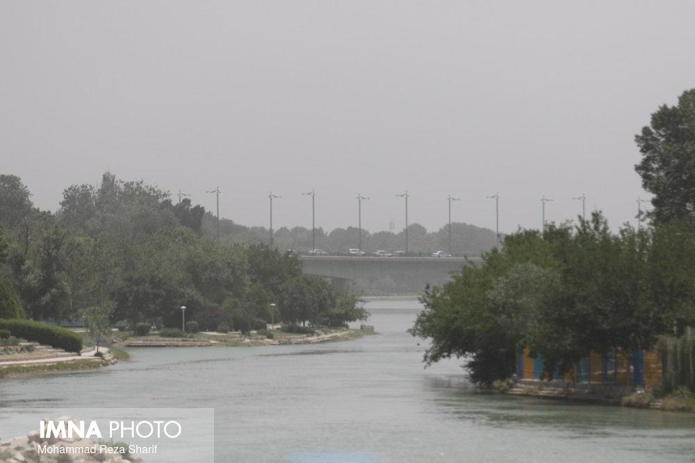 کیفیت هوای اصفهان از مرز هشدار گذشت/ثبت شاخص کیفی ۴۵۴
