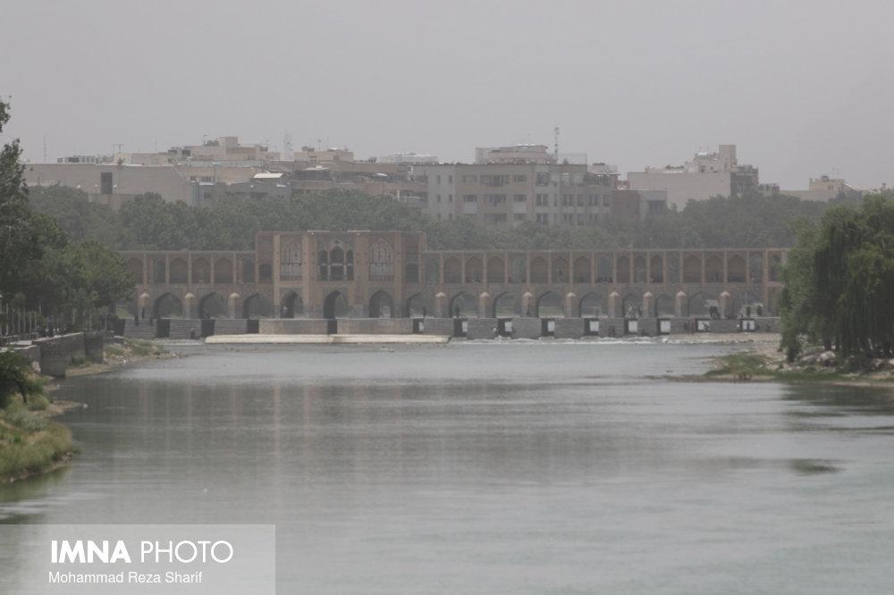 گسترش پهنههای خشکسالی؛ گرد و غبار مهمان ناخوانده تابستانهای اصفهان است