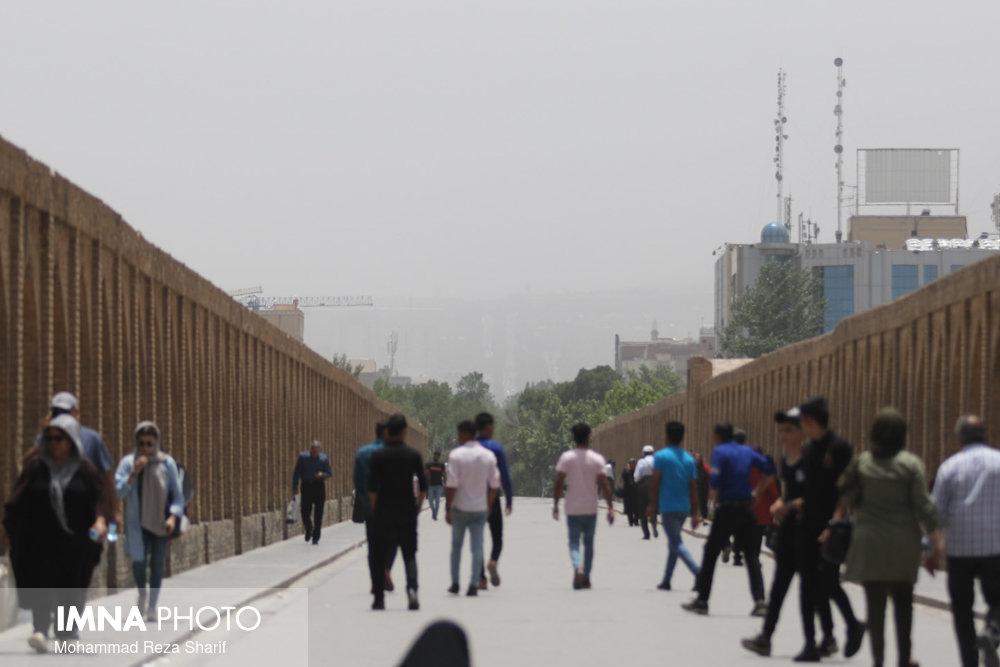 خیزش گرد و خاک در شرق اصفهان/ بادهای شرقی هنوز شدت نگرفته است