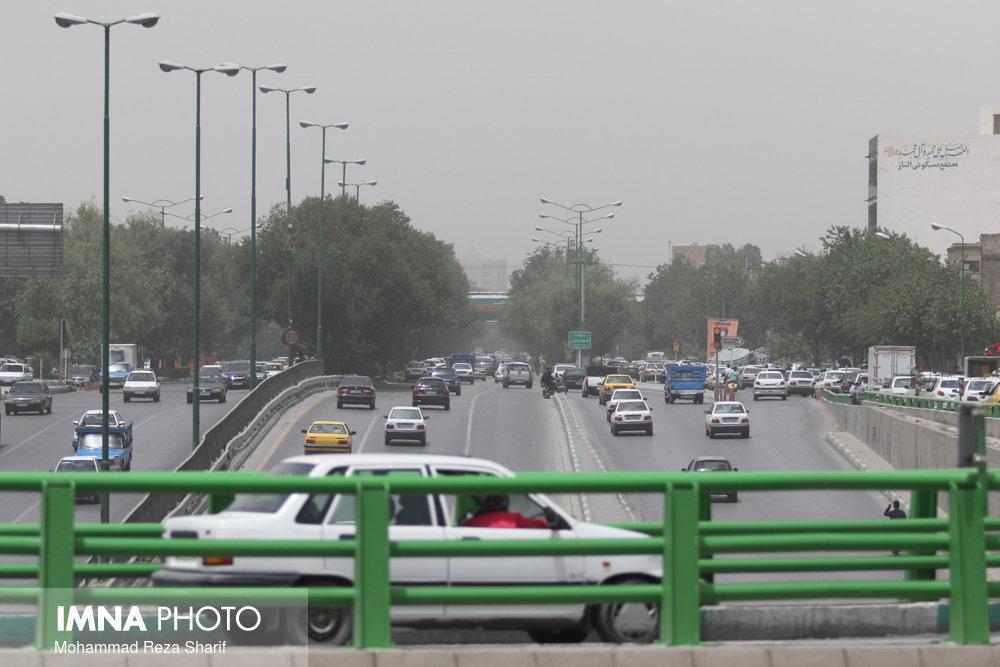 گرد و غبار تا پایان مرداد در اصفهان میماند