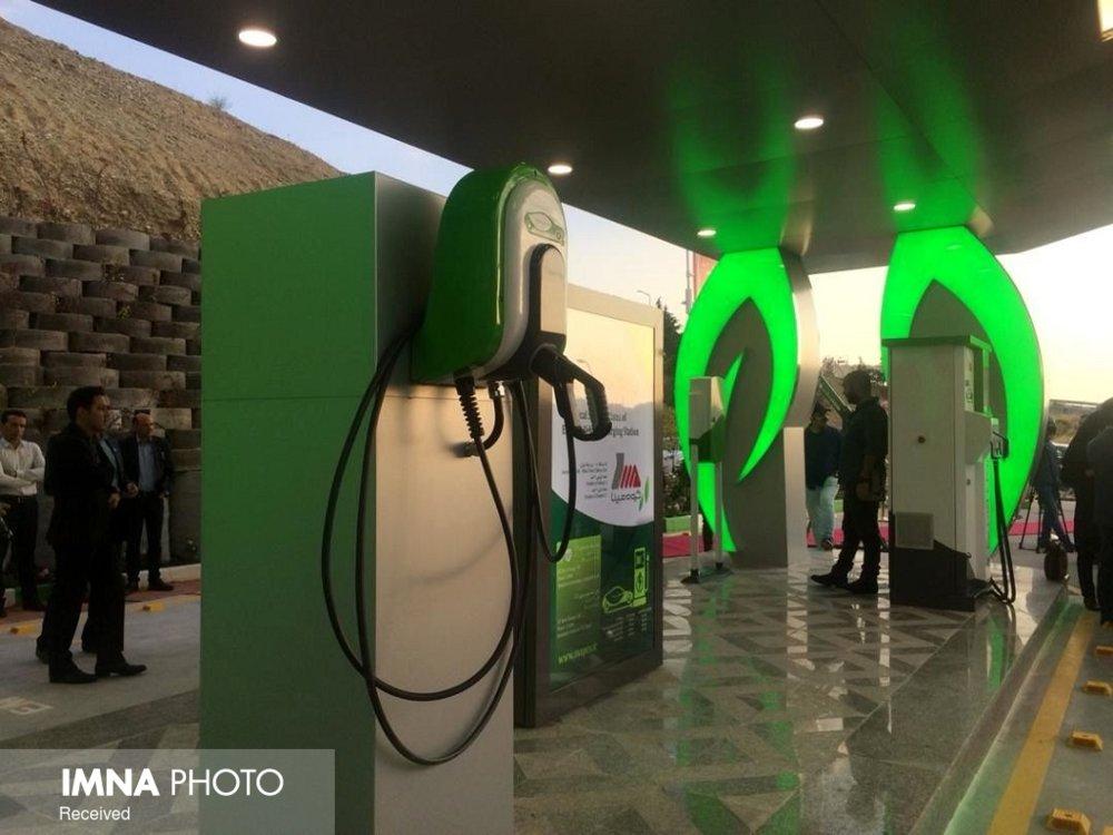 خدمات شارژ موتورسیکلتهای برقی در پارکینگها فراهم میشود