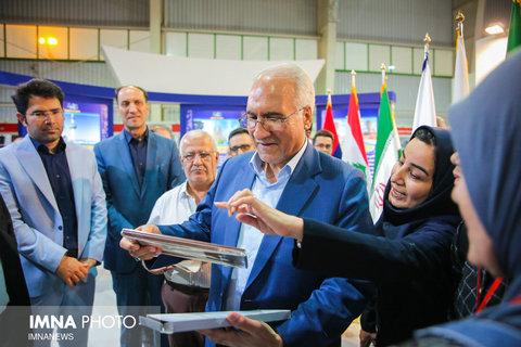 بازدید شهردار از نمایشگاه بین المللی گردشگری و صنایع دستی اصفهان