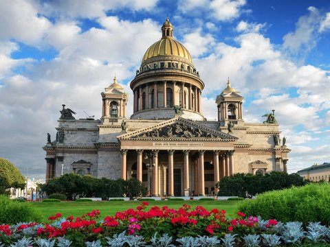 Isfahan, Saint Petersburg closer than ever