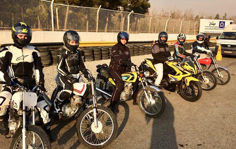 نخستین دوره مسابقات موتورسواری بانوان برگزار شد