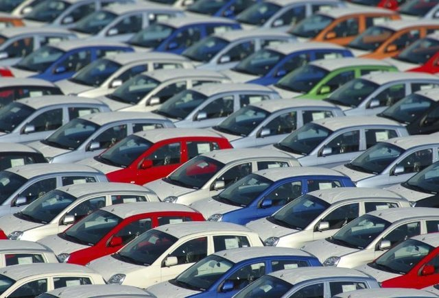 بازار خودرو درگیر آرامشی آلوده به رکود!