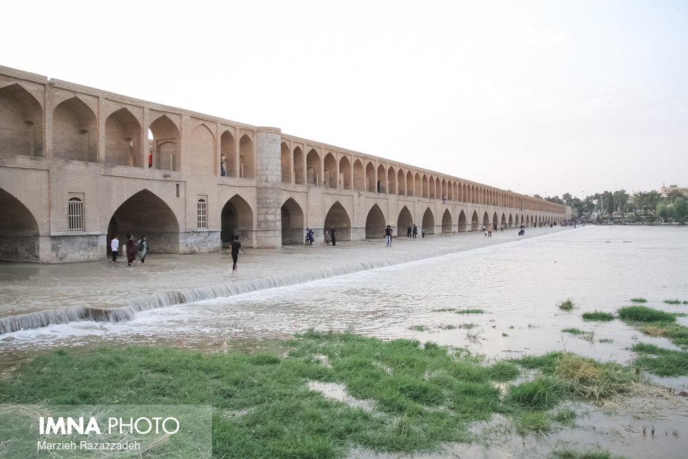 به مردم اصفهان خیانت نمیکنم/ زایندهرود با عصای جادویی احیا نمیشود