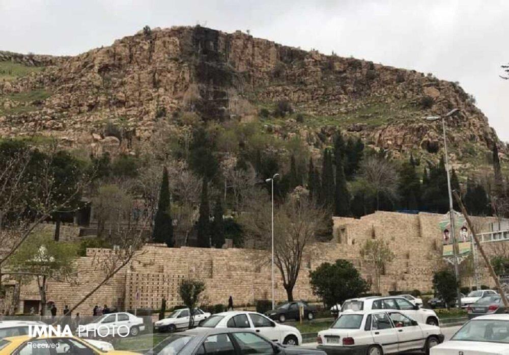 خطر سقوط سنگ از ارتفاعات دروازه قرآن رفع شد