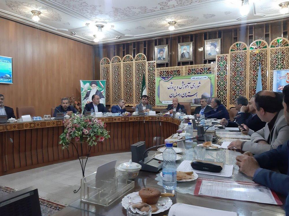استاندار اصفهان: فرهنگیان برای آینده کشور حیاتی هستند