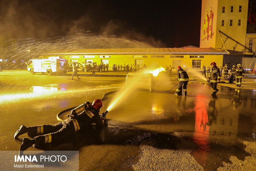 آسیب دیدن ۵۰ آتشنشان و ۸۷ خودروی آتشنشانی در اعتراضات روز گذشته اصفهان
