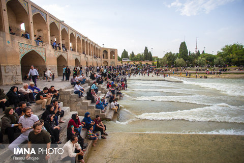 Isfahanalive with living river, Zayandeh Rood