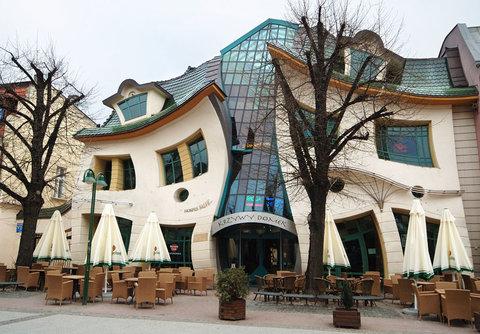 فرم های بی قاعده در بناهایی ساختار شکن