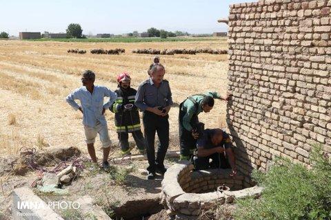 نجات کارگر سقوط کرده در چاه از خطر مرگ