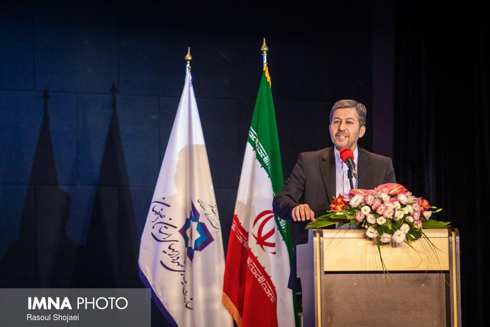 همایش هم اندیشی و تقدیر از شهرداران و دهیاران استان