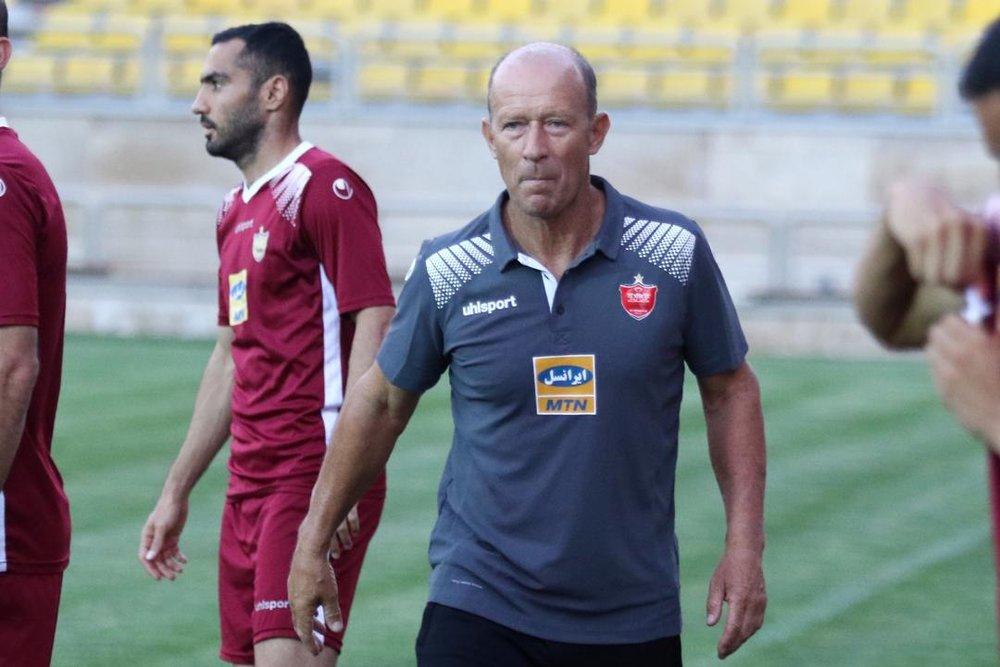 بازیکن گل بزند و هر پیامی دوست دارد زیر پیراهنش باشد!