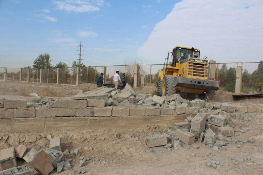 تخریب بخشی از دیوار نیروگاه اصفهان توسط کشاورزان