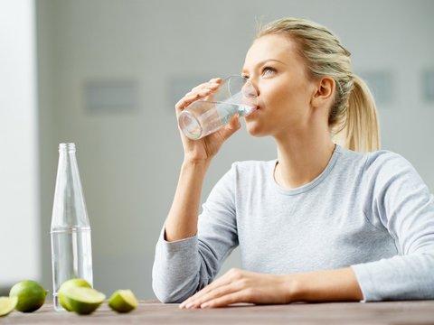 با نوشیدن آب کافی چه اتفاقی در بدن میافتد؟
