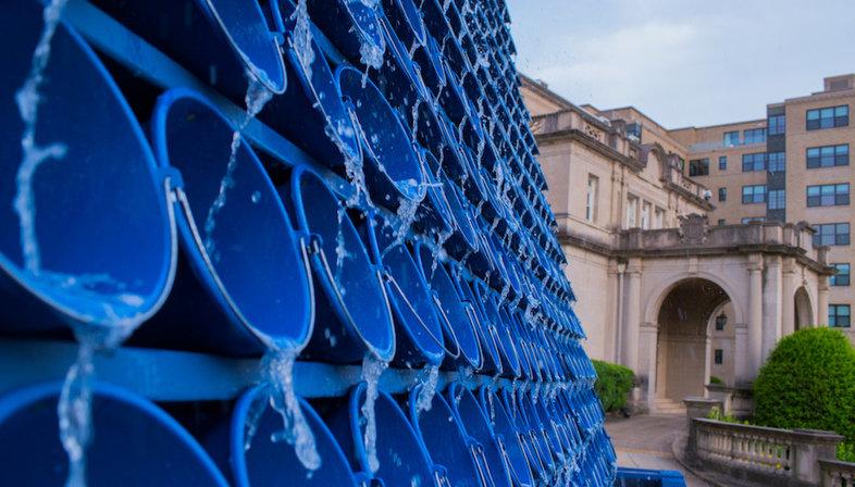 اثر هنری که ماهیت شرکتهای فروش آب را فاش میکند!