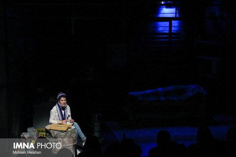 صحنه جشنواره تئاتر فجر میزبان کُلاغ ها
