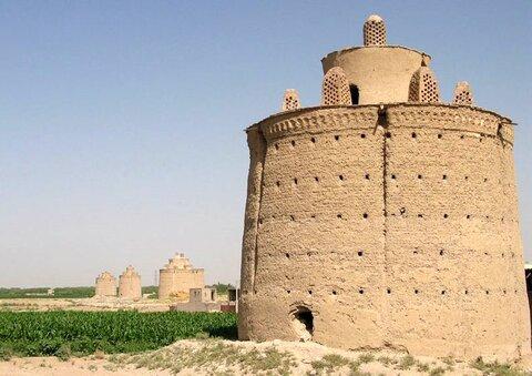 آغاز مرمت برج کبوتردینانی در شهرستان خمینی شهر