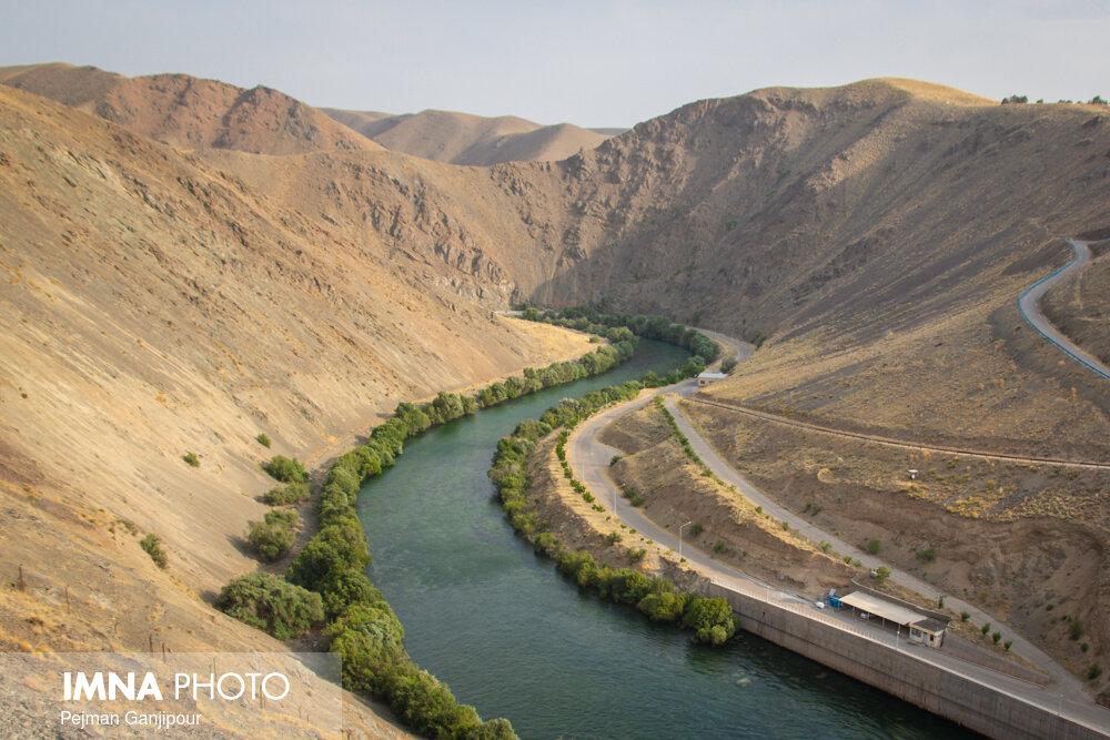 رفع تصرف ۲۱۱ هکتار از اراضی حریم و بستر زاینده رود