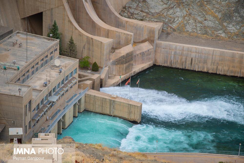 رهاسازی آب از سد نکوآباد به سمت شرق اصفهان